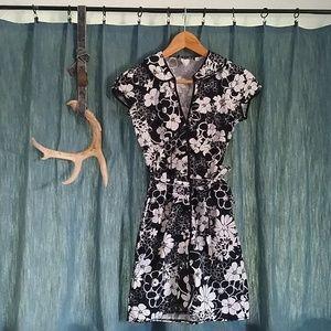 Dresses & Skirts - Black & White Floral Button Dress